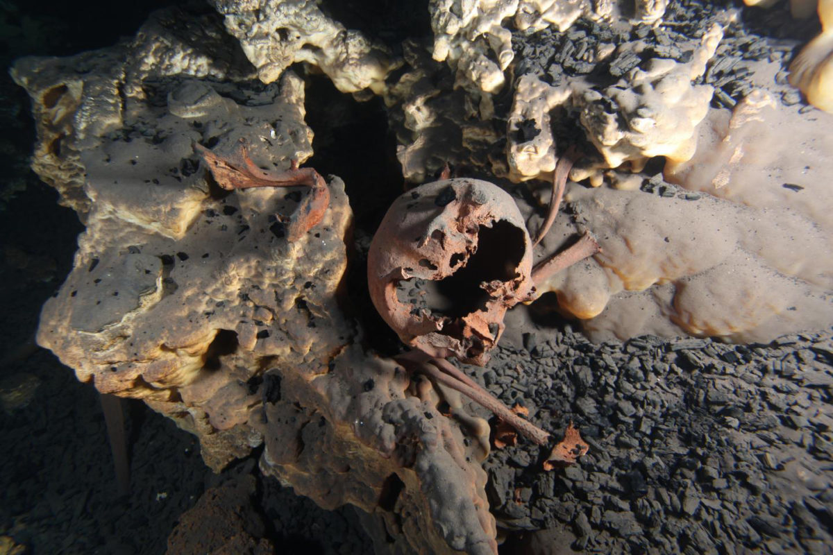 Original position of the skeletal remains inside submerged cave of Muknal. Credit: Jerónimo Avilés