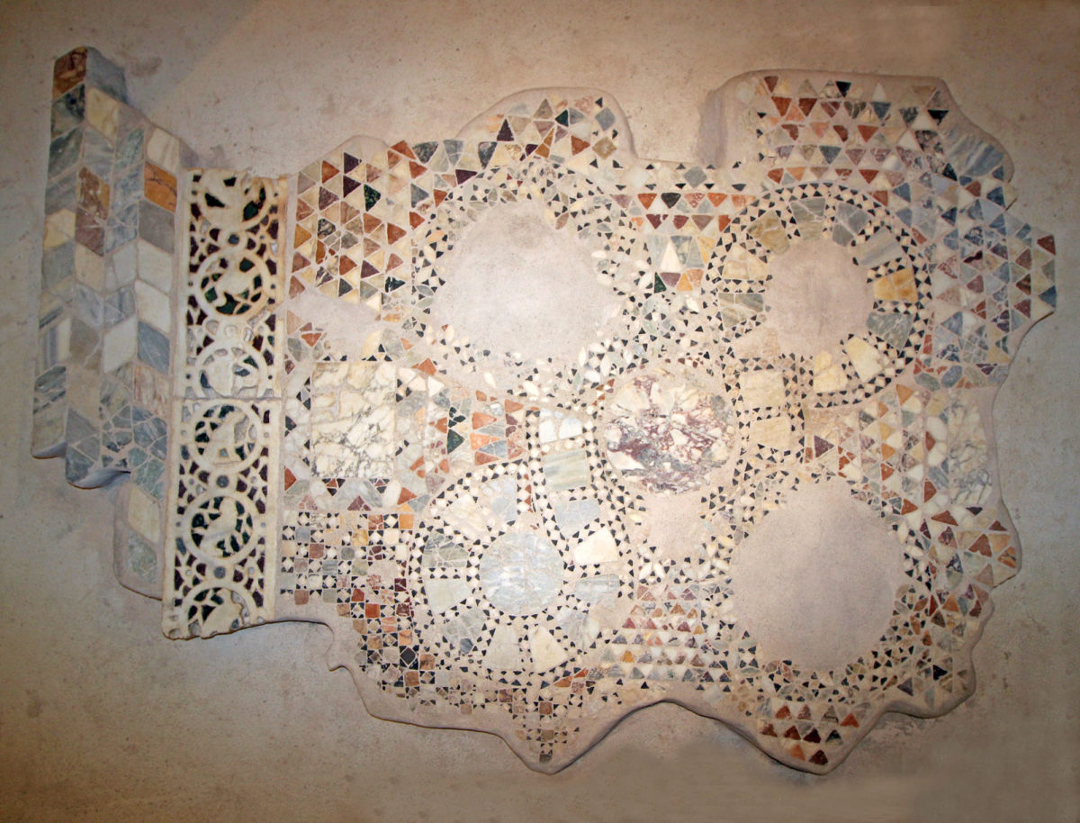 1.The marble panel from the Byzantine monastery of Pantanassa (photo: Arta Ephorate of Antiquities).