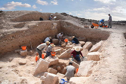 German and Tunisian archaeologists uncover the remains of the Roman bathhouse of Meninx. (MAP, photo: Stefanie Holzem)