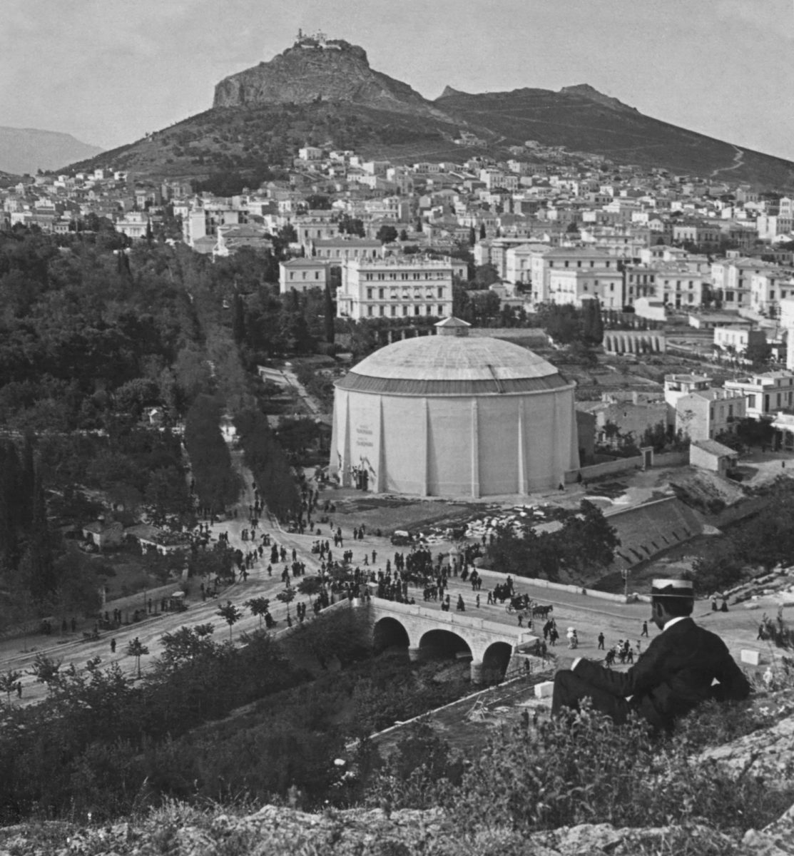 The Ilissos river, the bridge and the Thon's Panorama in the early 20th century. Photographer unknown. Courtesy of the Library of Congress