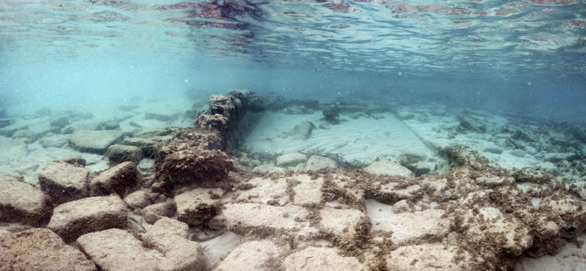 Remains of submerged buildings on the seabed of the Poros bay in Elounda (photo: Ministry of Culture and Sports)