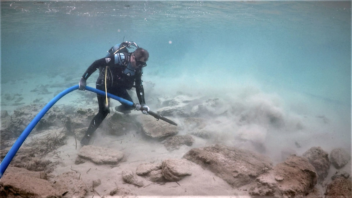 Cleaning part of the wall of ancient Oloundas in the