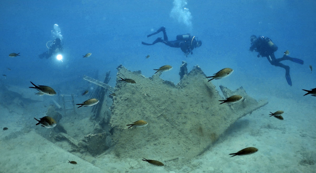Documentation of remains of a later shipwreck to the west of the Poros bay (photo: Ministry of Culture and Sports)