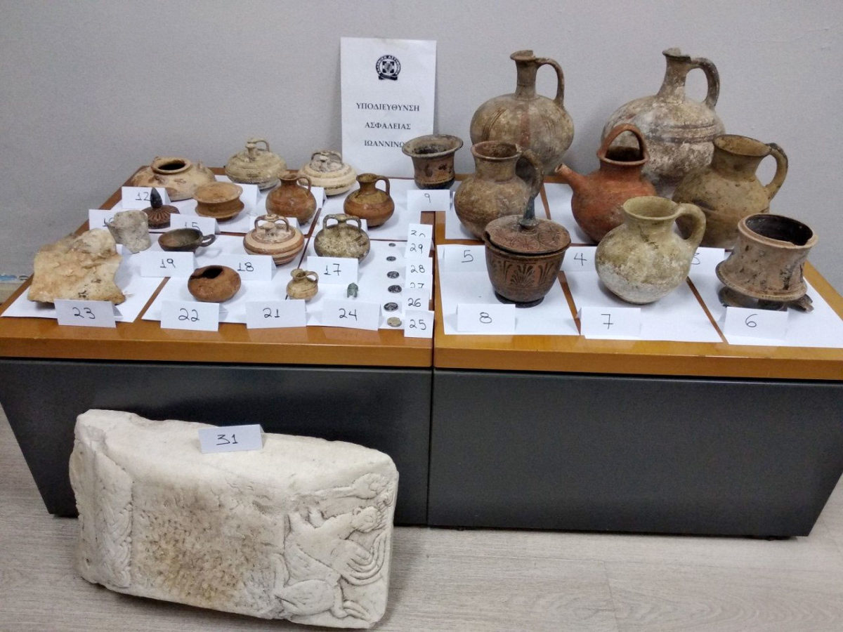 The ancient artefacts confiscated in the village of Corinth (photo: Hellenic Police)