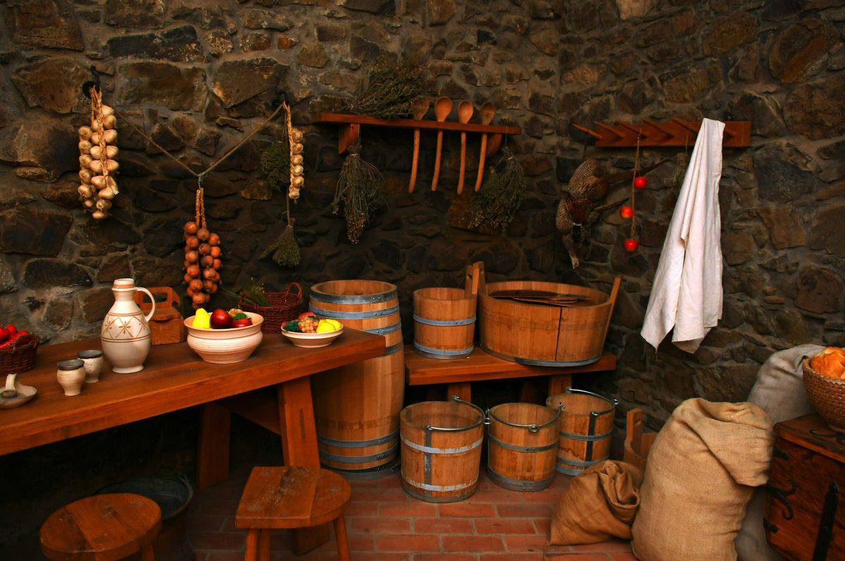 Clay pots? Wooden spoons? Copper pots? Silver forks? What materials has man used for making kitchen utensils throughout history? A new study now sheds light on the use of kitchen utensils made of copper.
