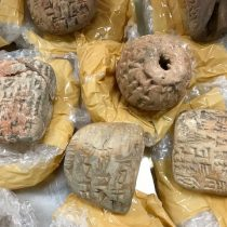 """Mesopotamian """"antiquities"""" found at Heathrow have been declared as fake"""