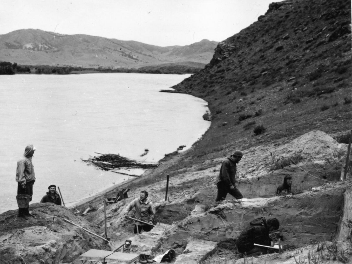 Excavation in 1976 of the Ust'-Kyakhta-3 site located on right bank of the Selenga River in the vicinity of Ust-Kyakhta village in the Kyakhtinski Region of the Republic of Buryatia (Russia). Credit: A. P. Okladnikov