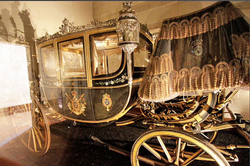 Carriage from the collection, belonging to the Count of Chambord at the Château de Chambord. It is almost identical with the enclosed carriage, the most important exhibit.
