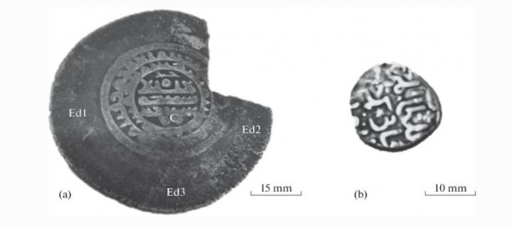 Photographs of the investigated coins of ancient Volga Bulgaria: the Samanid multidirham (a) and the Bulat-Timur dirham (b). For the images of each coin, the corresponding scales are presented. On the photograph of the multidirham, symbols