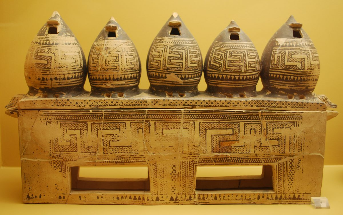 Attic Early Geometric pyxis in the form of a chest, with model granaries on its lid. Kerameikos. Credit: Stefanos Gimatzidis/ÖAW