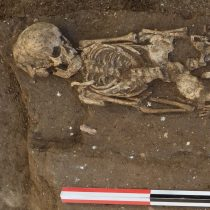 4,000 years of contact had little genetic impact in Near East