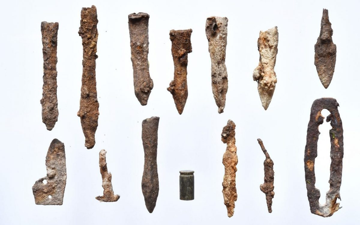 Archaeologists discover several hundred arrows and bolts at fortified site