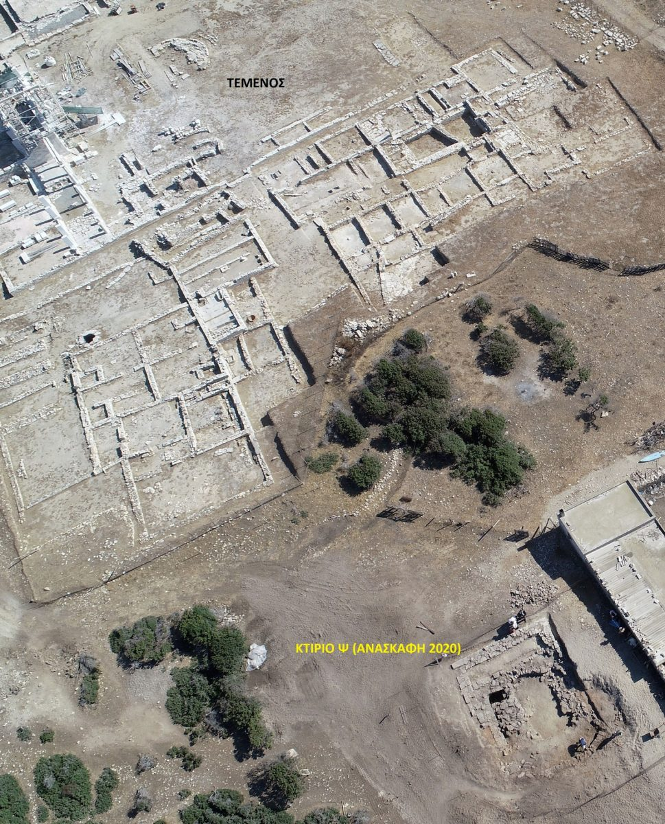 Aerial photograph of the sanctuary's south side. Below right the newly discovered Ψ Building can be seen which may possibly be a cistern. (Photo: Ministry of Culture)