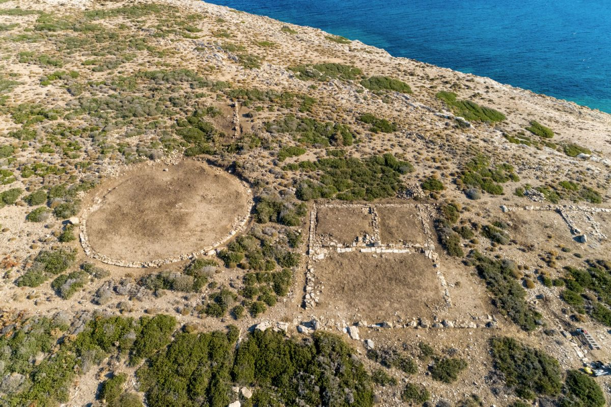 Aerial photograph of the Ετ Building and the circular structure on Tsimintiri. (Photo: Ministry of Culture)