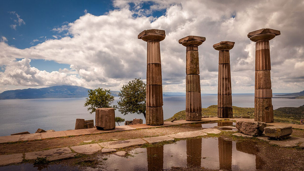 Ruins of the Temple of Athena, Assos, Turkey. Herbert Weber, Hildesheim. This file is licensed under the Creative Commons Attribution-Share Alike 4.0 International license.