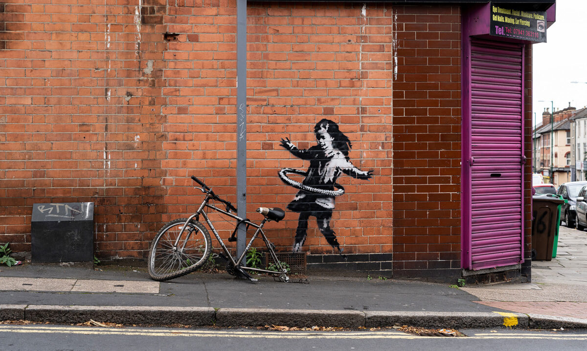 The girl with the hula-hoop is a work by Banksy (photo: banksy.co.uk).