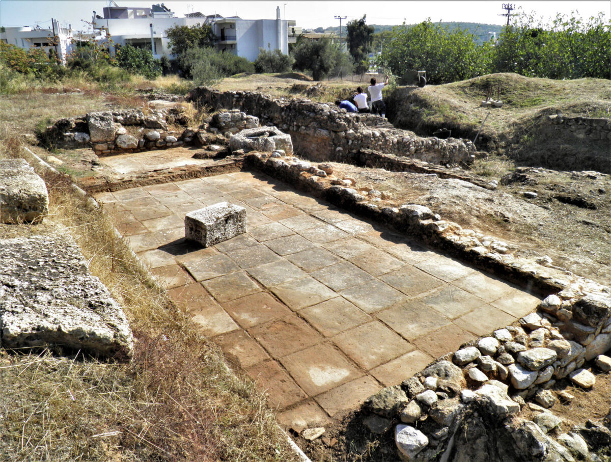 Areas with paved floors (photo: Ephorate of Antiquities of East Attica)