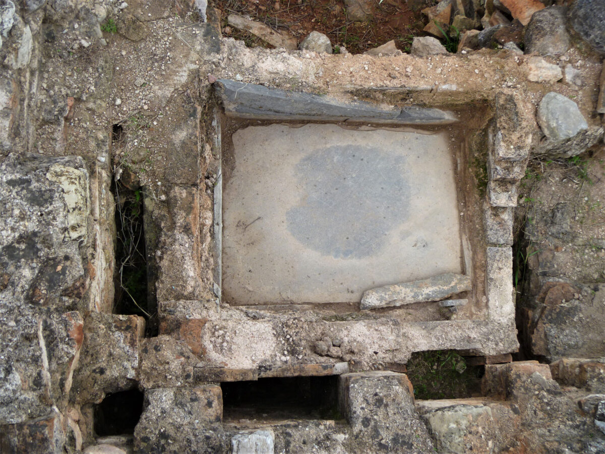 Bathtub of late Antiquity (photo: Ephorate of Antiquities of East Attica)