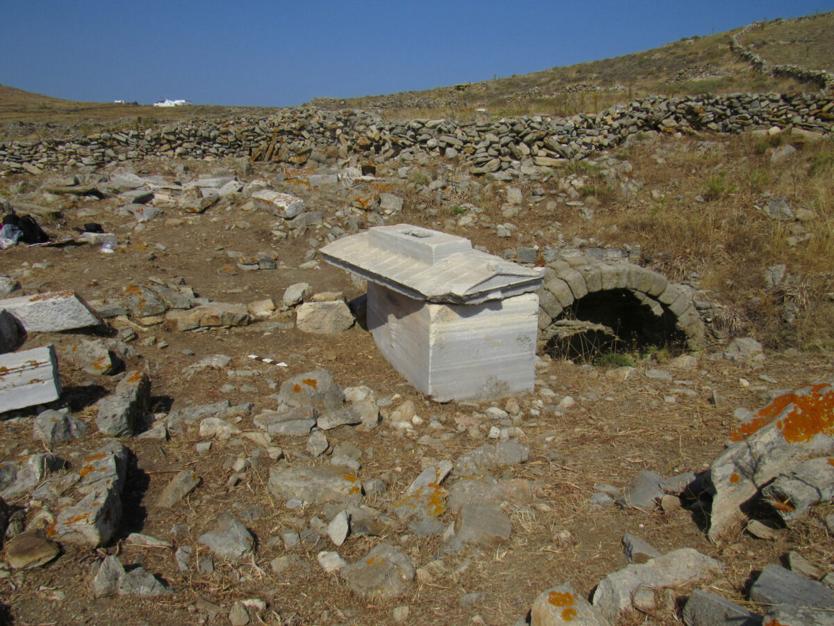 Burial enclosure with the sarcophagus of the Roman matron Tertia Horaria and a cistern for burial rituals. (photo: MOCAS)
