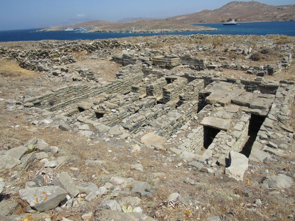 Underground burial building (columbarium) in the Delian necropolis on Rheneia. (photo: MOCAS)