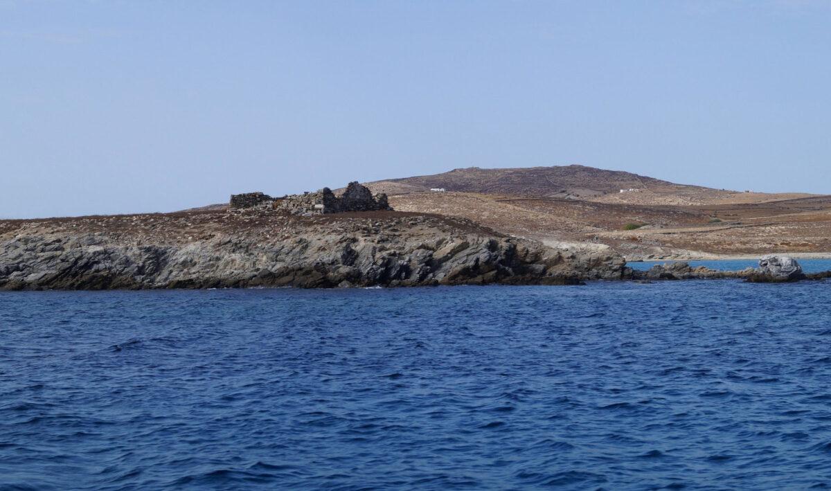 Ruins of the quarantine station of Delos (Rheneia) situated at Karantina. (photo: MOCAS)