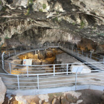 Who lived in the Theopetra Cave?