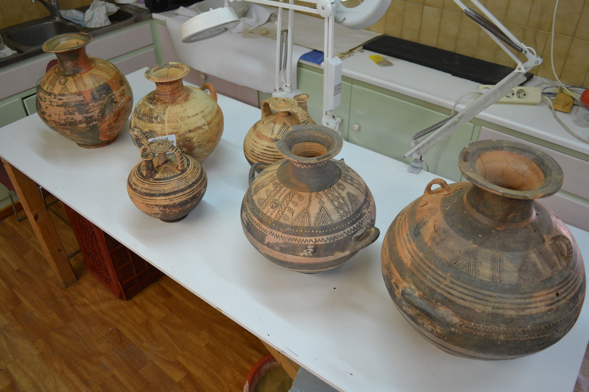Trapeza, Aegion. Assemblage of vessels from the Mycenean necropolis of Trapeza (photo: MOCAS)
