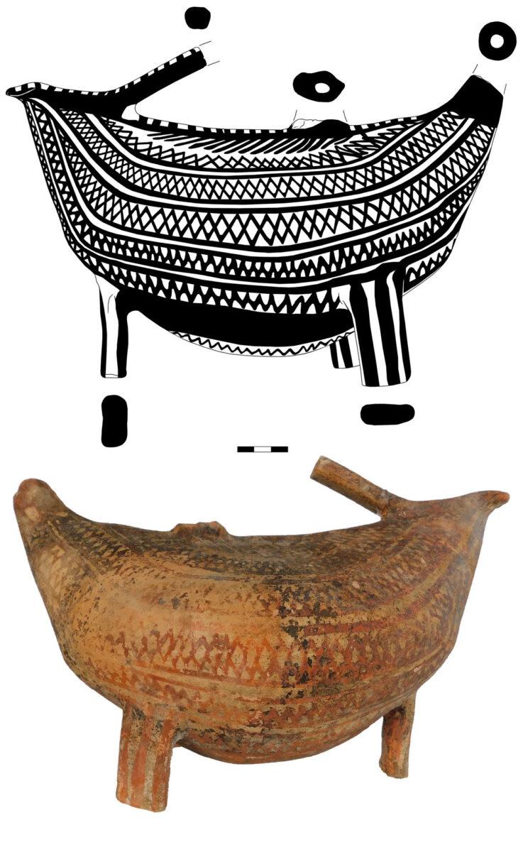 Trapeza, Aegion. Bird shaped askos vessel (photo: MOCAS)
