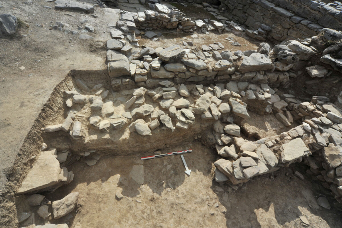 Zominthos: Altar laid out with stones (photo: MOCAS).