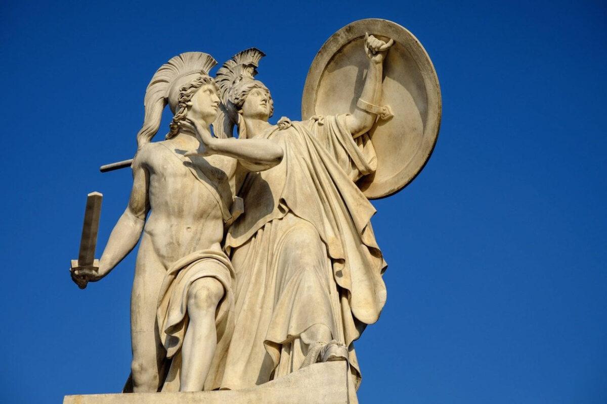 Palace bridge in Berlin, Athena protects the young hero (Der unter dem Schutze Pallas Athenes zum Kampf ausfallende Krieger) by Gustav Blaeser 1854