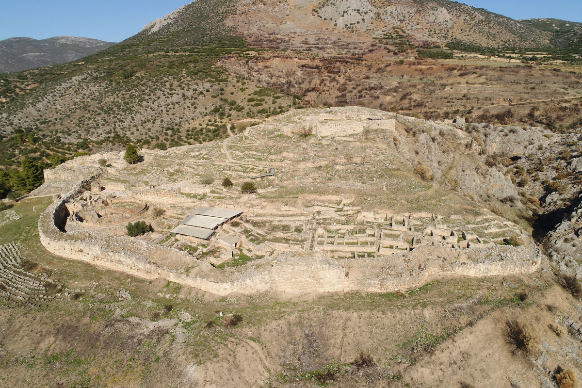 The Acropolis of Mycenae. Overall view from the south. (Photo: MOCAS)