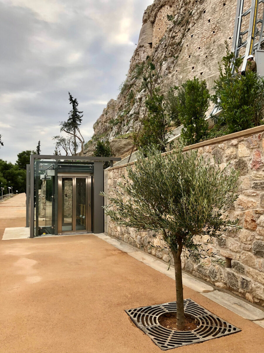 Acropolis: Accessibility to the archaeological site to be completed