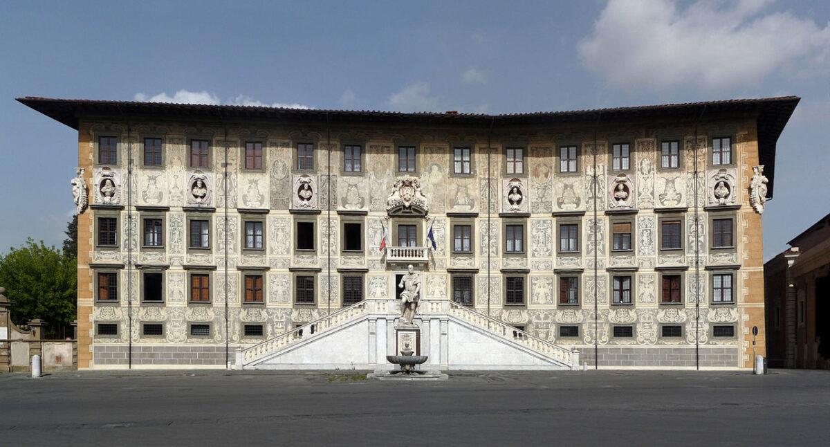 The Scuola Normale Superiore is hosted in the Palazzo della Carovana, Pisa, Italy. CC BY-SA 3.0