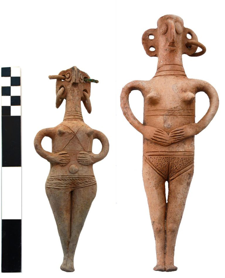 Tomb RR: figurines.
