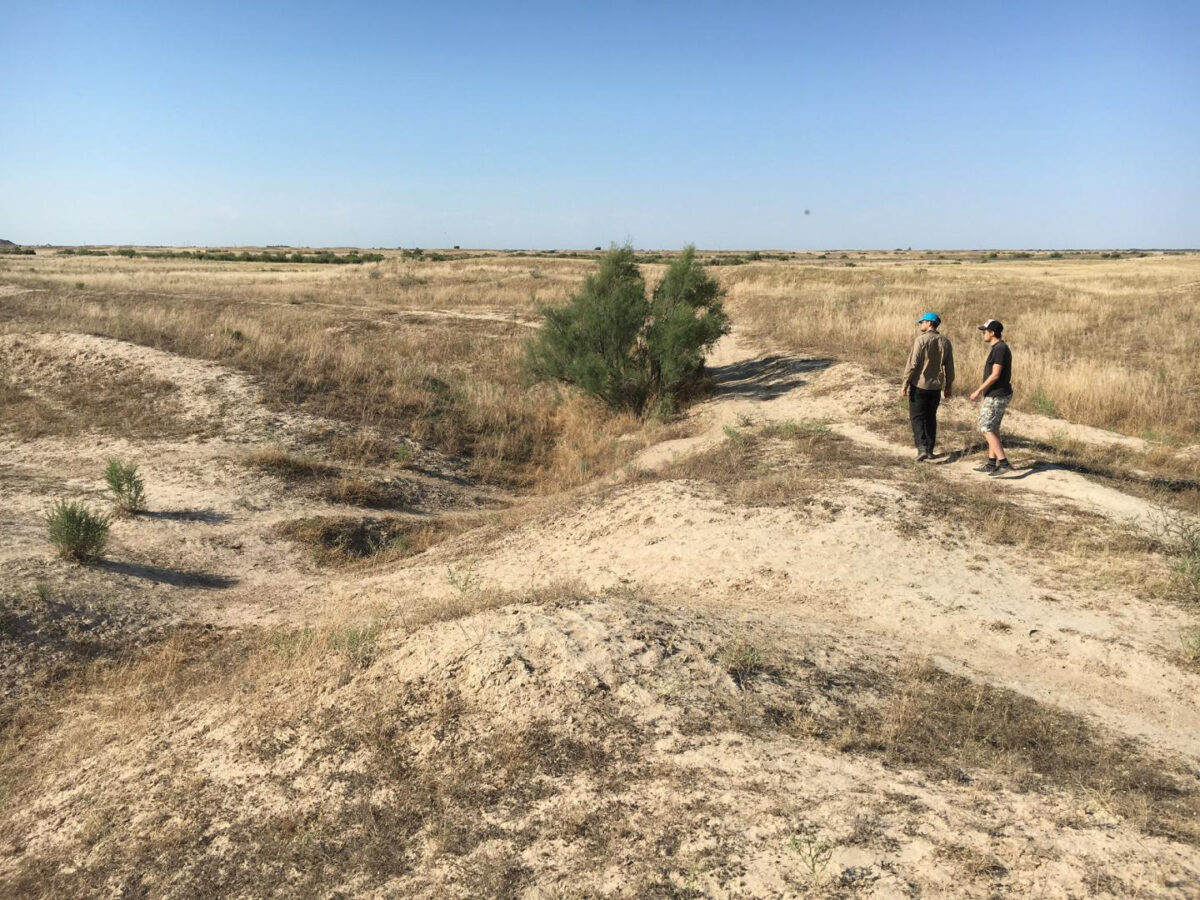 Researchers investigate an abandoned medieval canal, Otrar oasis, Kazakhstan. Credit : University of Lincoln