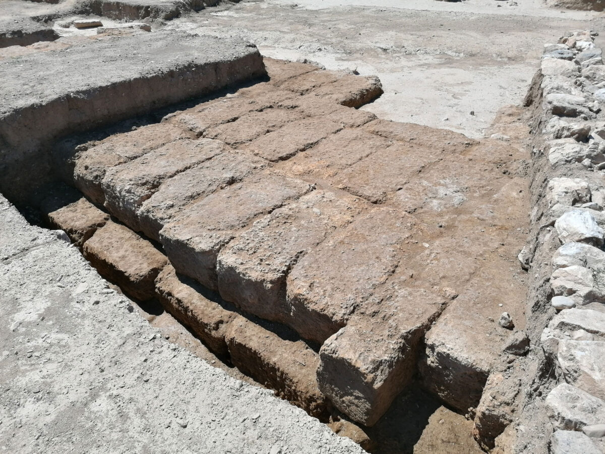 Part of the altar foundations (photo MOCAS).