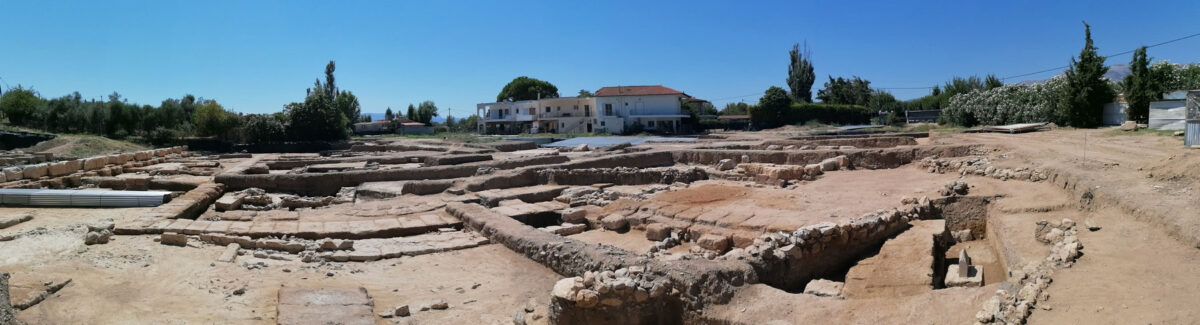 Panoramic photograph of the eastern stoa of Amarynthos (photo MOCAS).