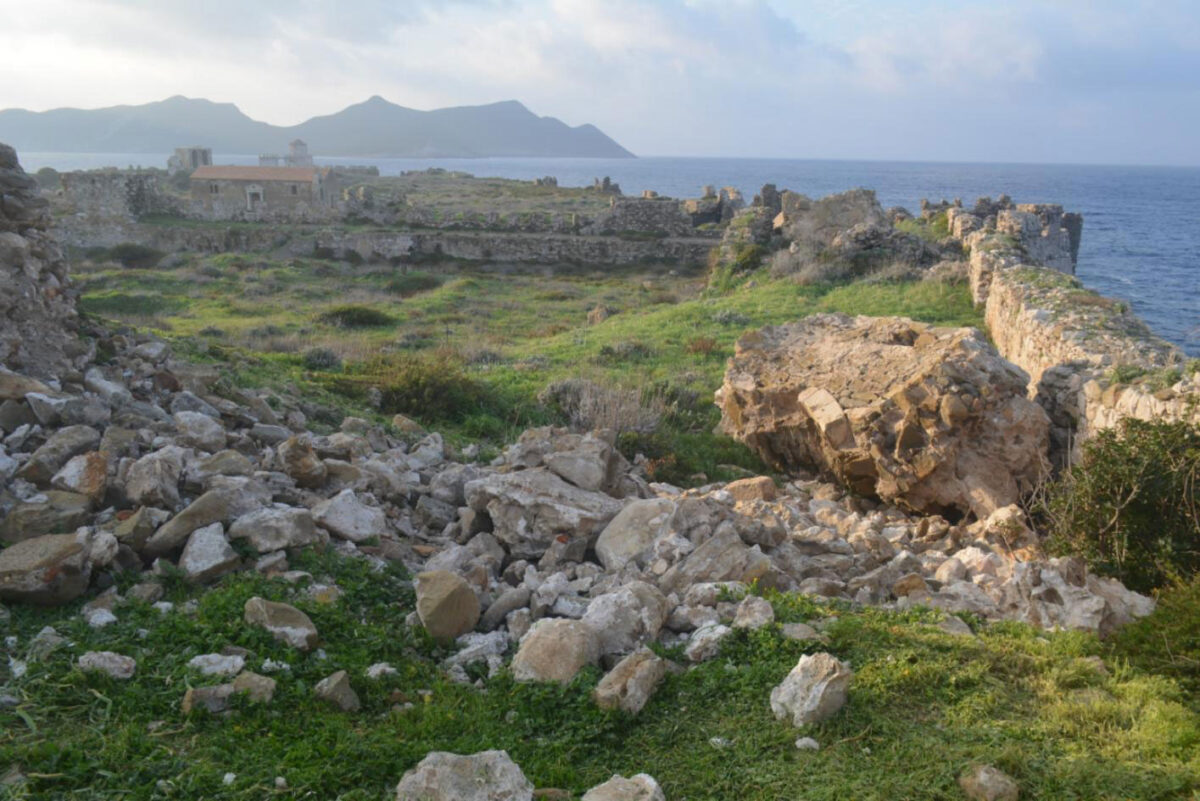 Methoni Castle. The semicircular tower in the northern enclosure after the collapse of its west side (photo: MOCAS)