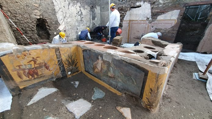 Excavations of the commercial 'fast food' structure first began in 2019 in an area between the Vicolo delle Nozze d'Argento and the Vicolo dei Balconi.
