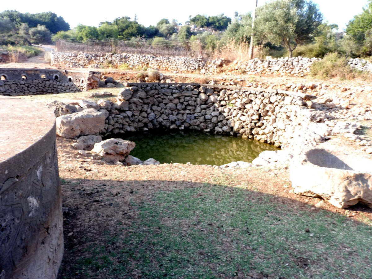 Old wells and cisterns are preserved to this day in regions of East Apokonas in Chania (photo: AMNA)