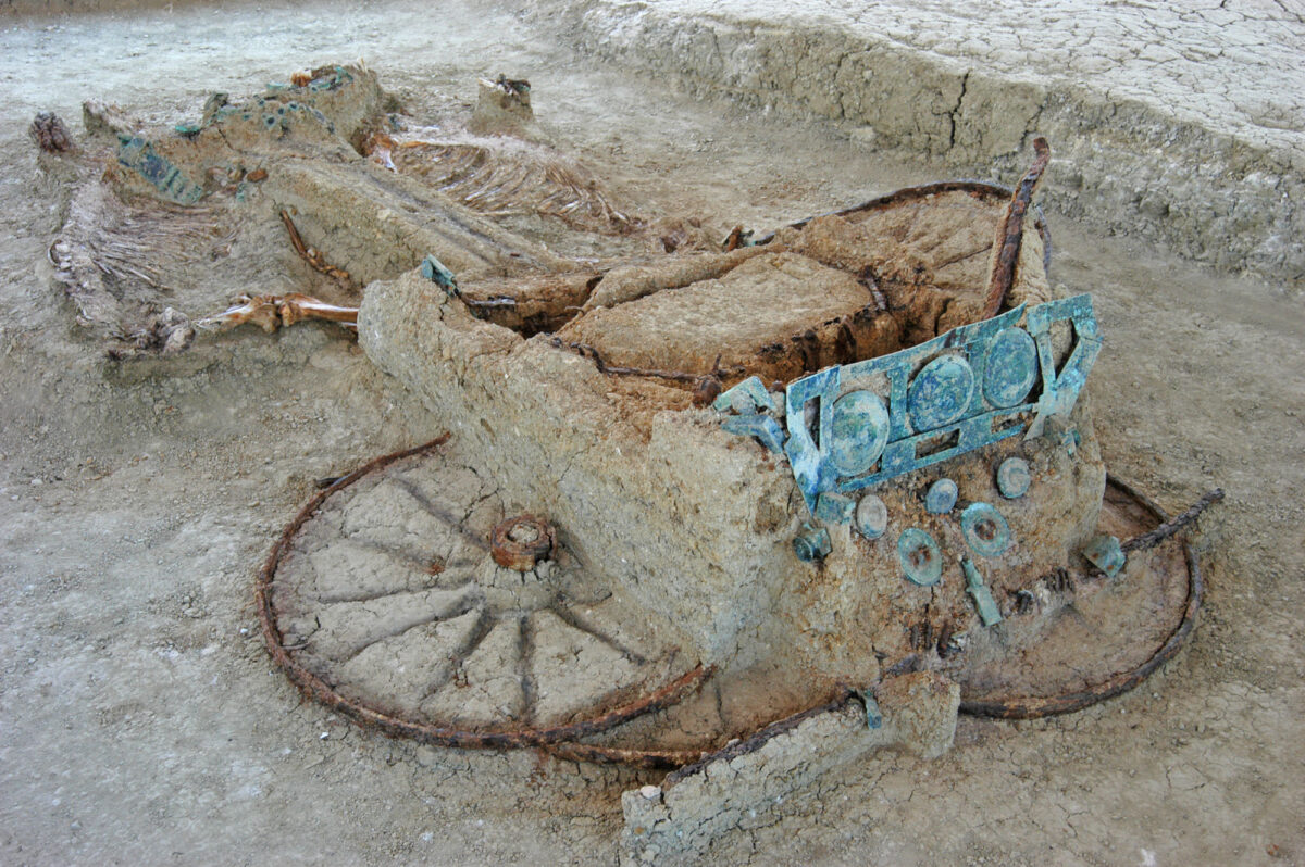 Chariot B at Mikri Doxipara-Zoni (photo: AMNA / Evros Ephorate of Antiquities , Domna Terzopoulou)