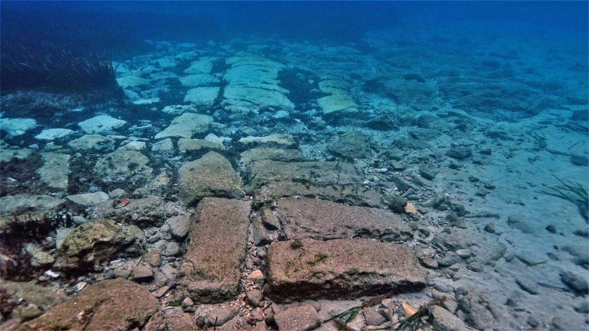 View of submerged structure, possibly a wall or breakwater, to the south of Poros (photo: MOCAS).