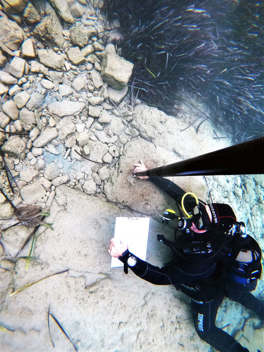 Taking measurements of equipment of submerged structures at Poros (photo: MOCAS).