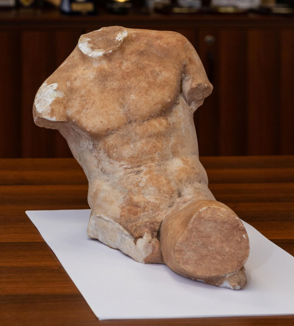 Statue of the 5th c. BC handed over to the Ministry of Culture