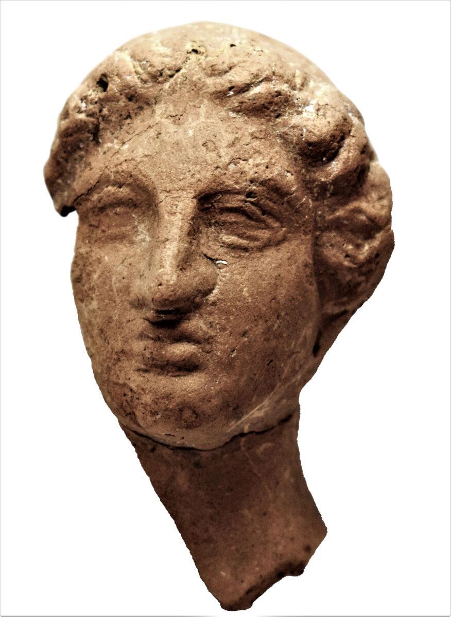 Head of a goddess, 4th c. BC. Photo: Hemathia Ephorate of Antiquities