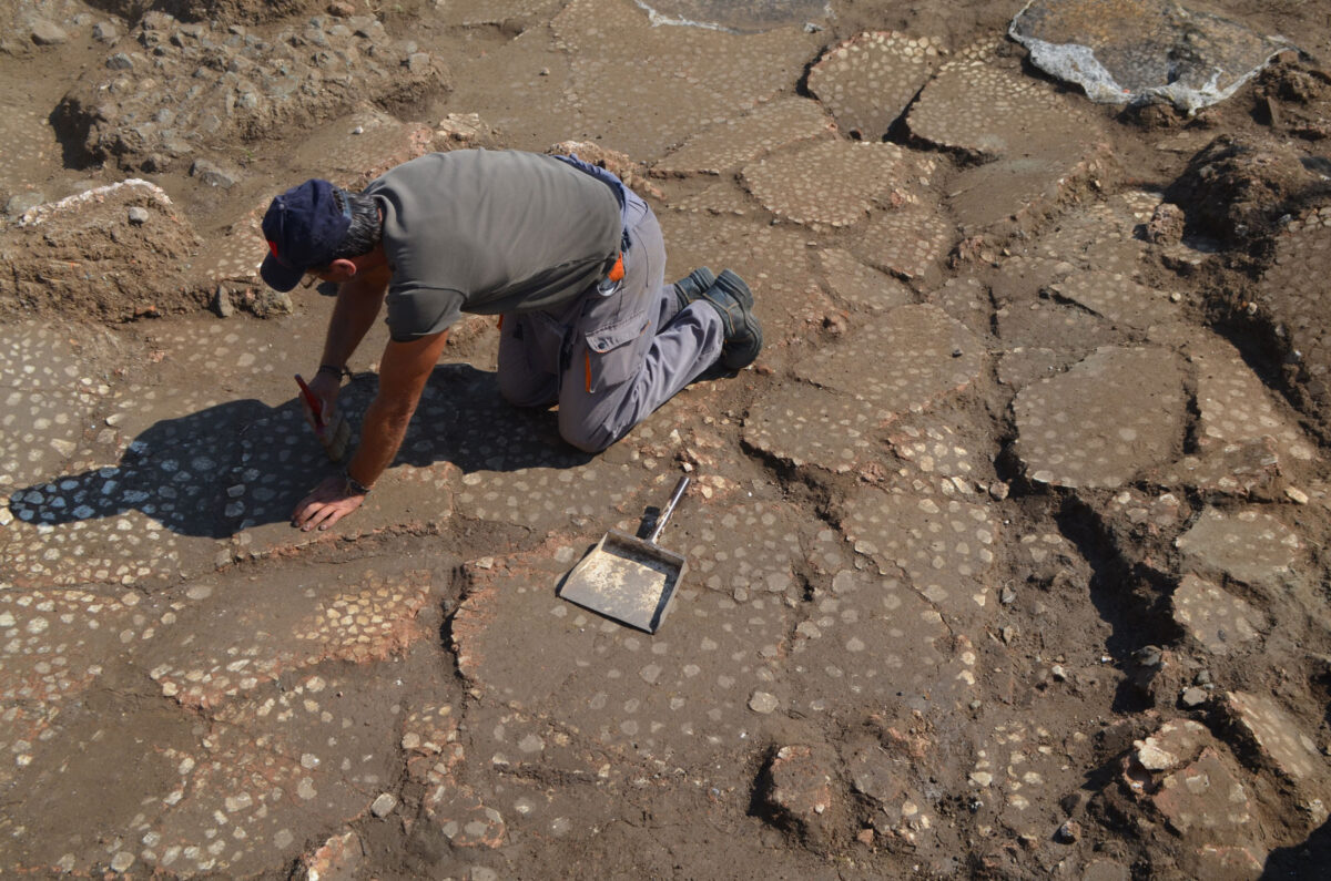 Cleaning the marble tiles of the large SE space. Photo: Hemathia Ephorate of Antiquities