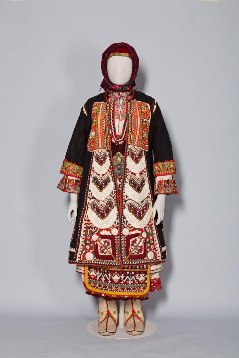 Bridal dress from the villages of Mikro and Megalo Zaloufi, in the region of Makra Gefyra (Uzunköprü), Eastern Thrace, late 19th century, Benaki Museum ΦΟΡ93.