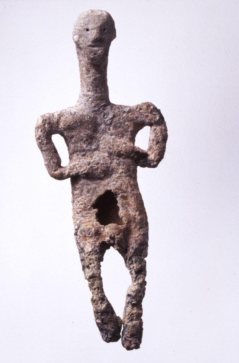 Lead male figurine. Early Cycladic II-III period. 2300 B.C. Museum of Cycladic Art (ΝΓ 1128). © Museum of Cycladic Art / G. Fafalis.