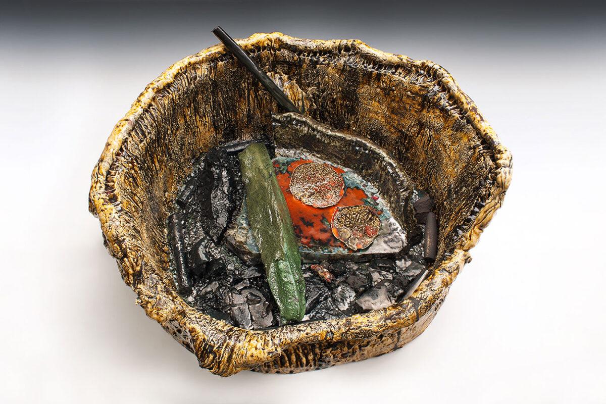 "Sterling Ruby, ""Basin Theology/BRAVAMAX"", 2014. Ceramic, 53,3x99,1x91,4 cm. © Sterling Ruby. Kindly loaned by Sterling Ruby Studio and Gagosian."