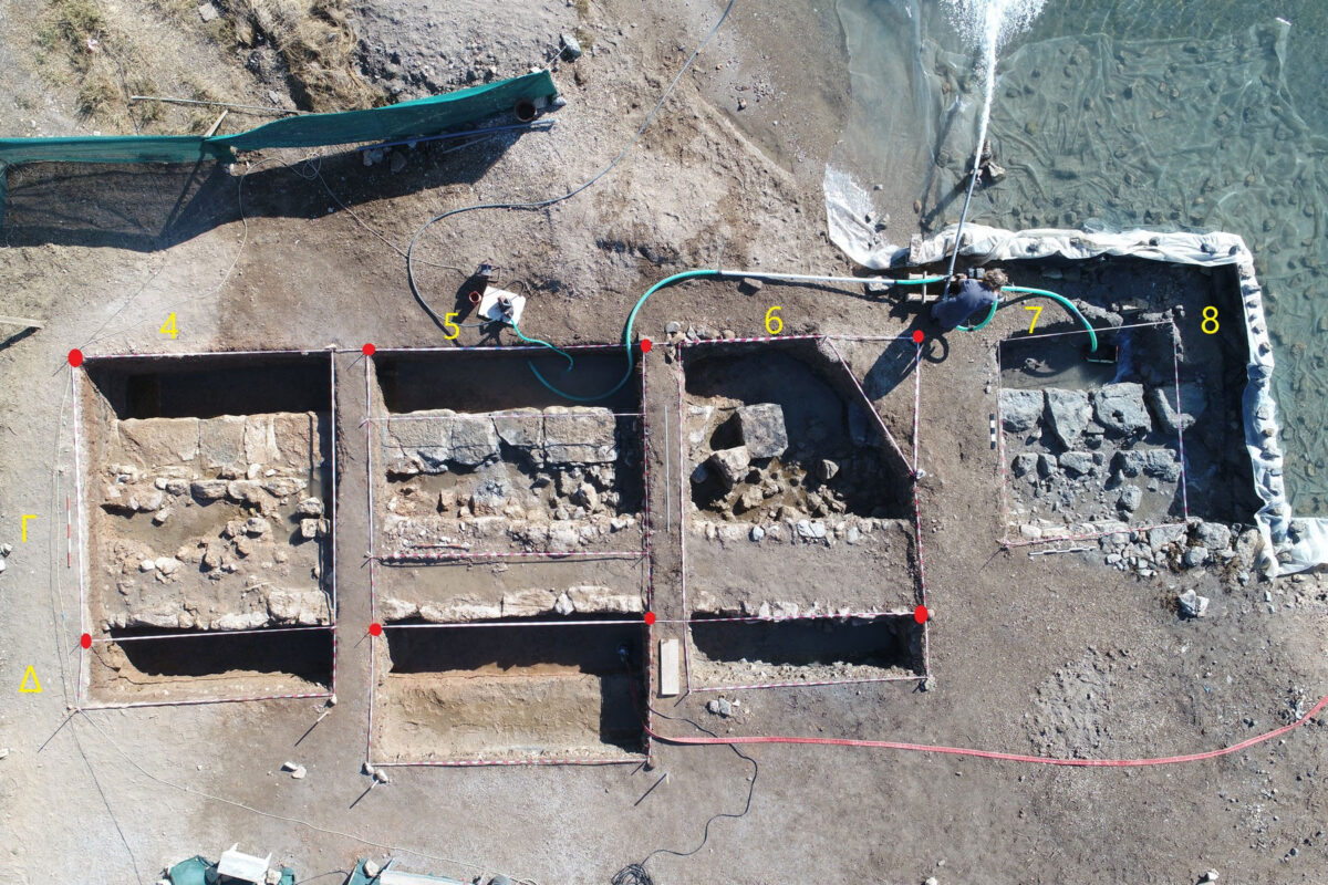 Aerial photograph of the excavation site with the unearthed part of the wall (with the grid squares marked) (photo: MOCAS).